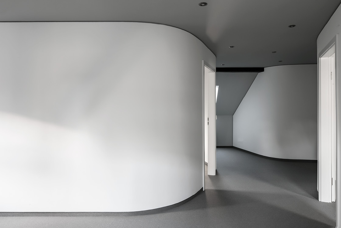 Architektur und Raum: Office Design im sanierten Dachgeschoss